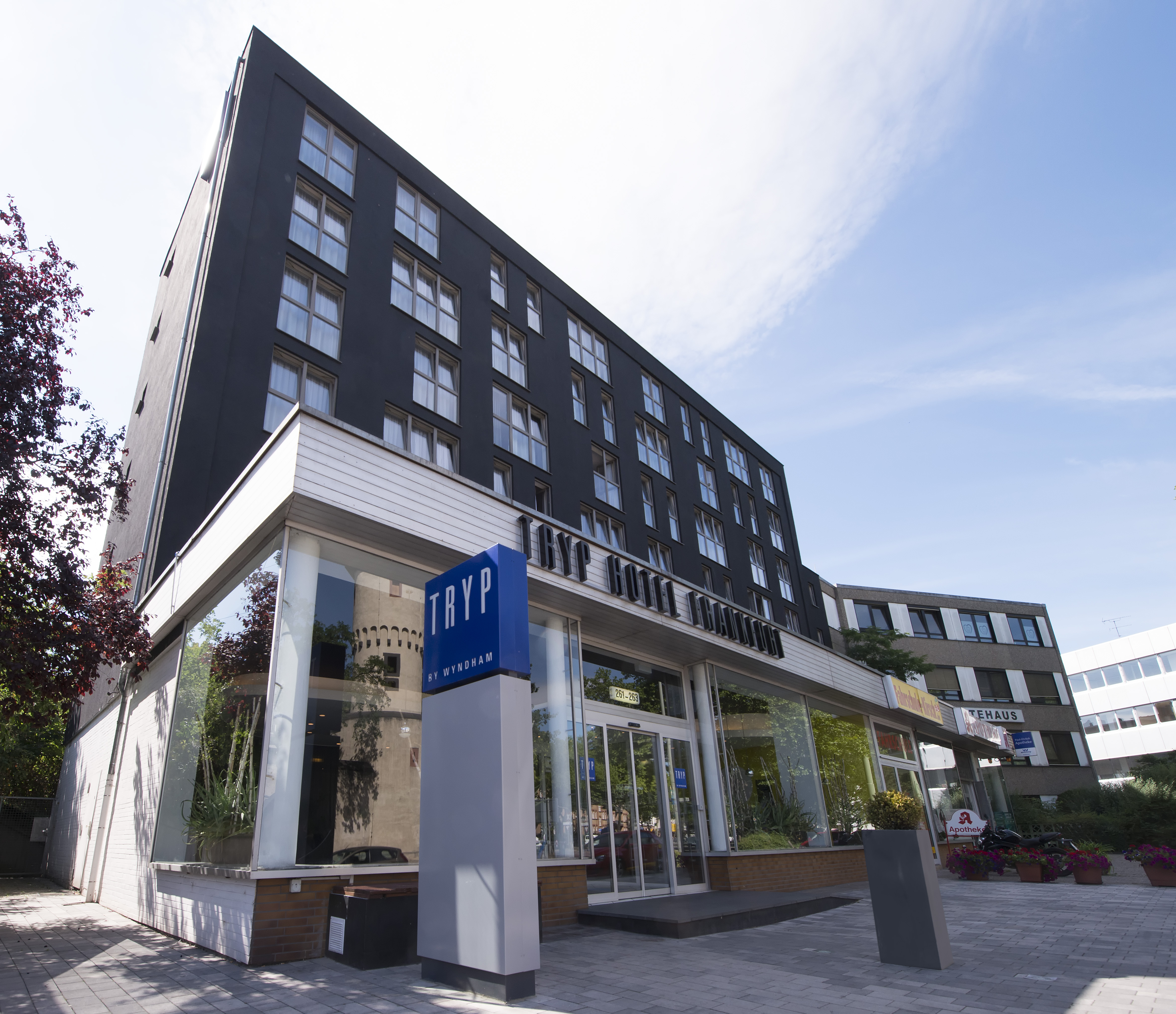 Hotel frankfurt city centre location tryp by wyndham for Designhotel 21